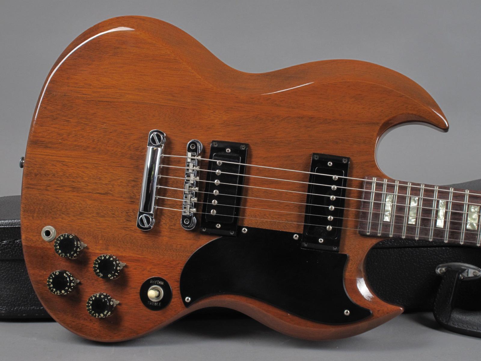https://guitarpoint.de/app/uploads/products/1976-gibson-sg-special-walnut/1975-Gibson-SG-Special-Walnut-968930_9.jpg