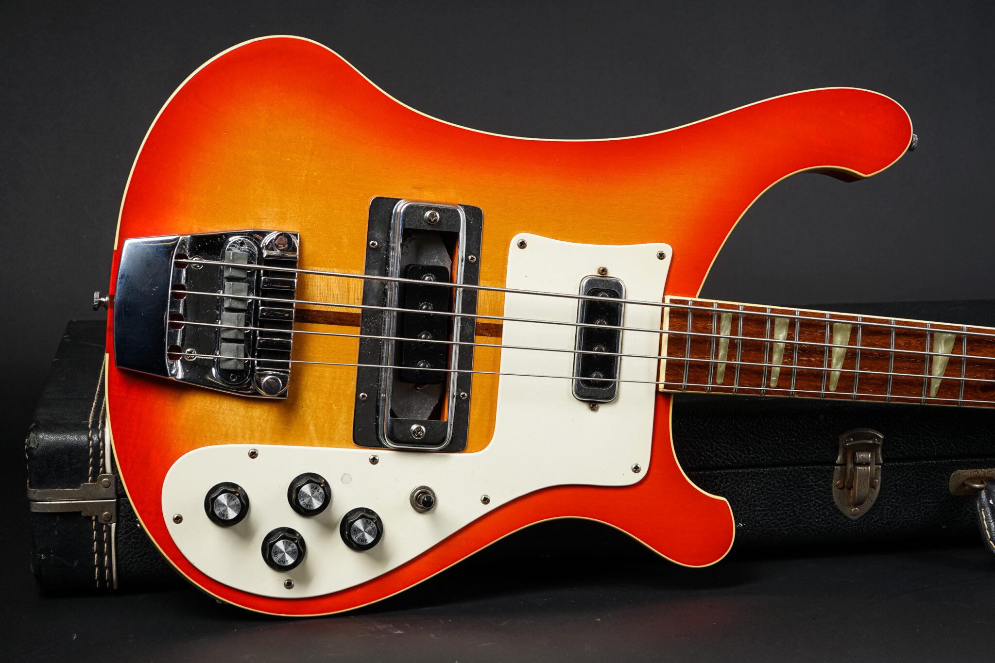 https://guitarpoint.de/app/uploads/products/1977-rickenbackerr-4001-qj4506/1977-Rickenbacker-4001-Fireglo-9-2048x1366.jpg
