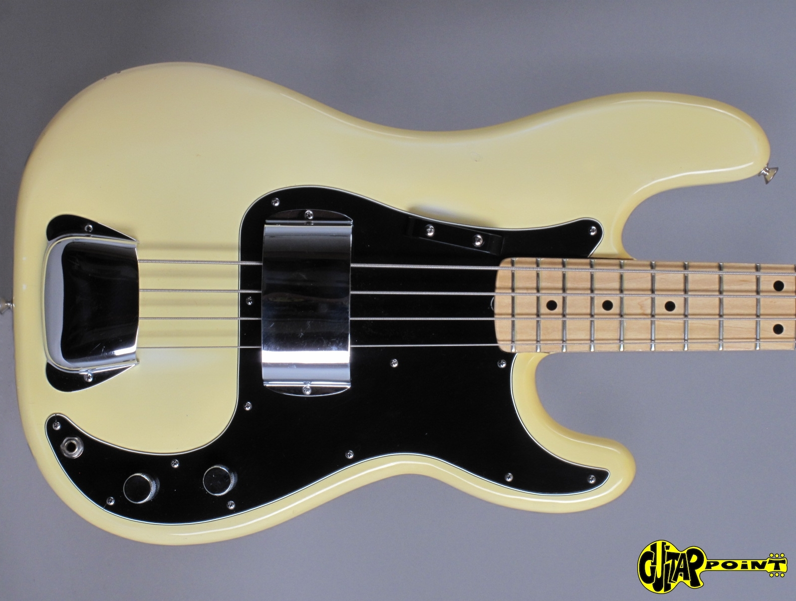https://guitarpoint.de/app/uploads/products/1978-fender-precision-bass-olympic-white/Fender78PreciOW_S871519_2q.jpg