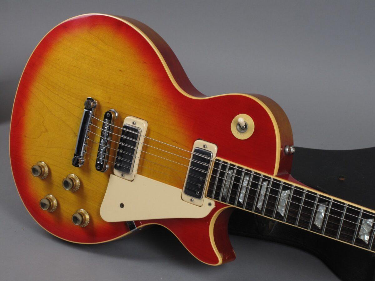 https://guitarpoint.de/app/uploads/products/1978-gibson-les-paul-deluxe-cherry-sunburst/1978-Gibson-Les-Paul-DeLuxe-Cherry-Sunburst-70668520_19-1200x900.jpg