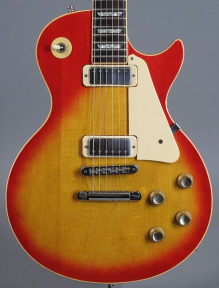 https://guitarpoint.de/app/uploads/products/1978-gibson-les-paul-deluxe-cherry-sunburst/1978-Gibson-Les-Paul-DeLuxe-Cherry-Sunburst-70668520_2-438x576.jpg