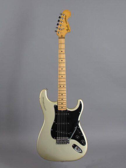 https://guitarpoint.de/app/uploads/products/1979-fender-stratocaster-1954-1979-25th-anniversary/1979-Fender-Stratocaster-25th-Anniversary-Silver-257573_1-432x576.jpg