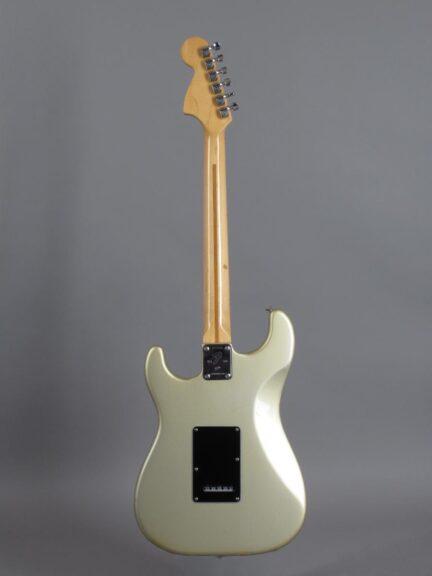 https://guitarpoint.de/app/uploads/products/1979-fender-stratocaster-1954-1979-25th-anniversary/1979-Fender-Stratocaster-25th-Anniversary-Silver-257573_3-432x576.jpg