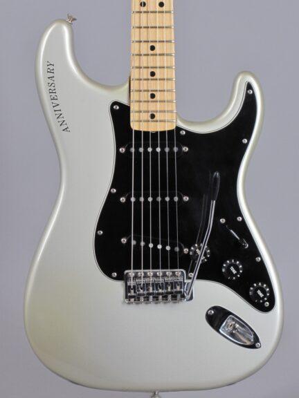 https://guitarpoint.de/app/uploads/products/1979-fender-stratocaster-25th-anniversary/1979-Fender-Stratocaster-25th-Anniversary-259797_2-432x576.jpg
