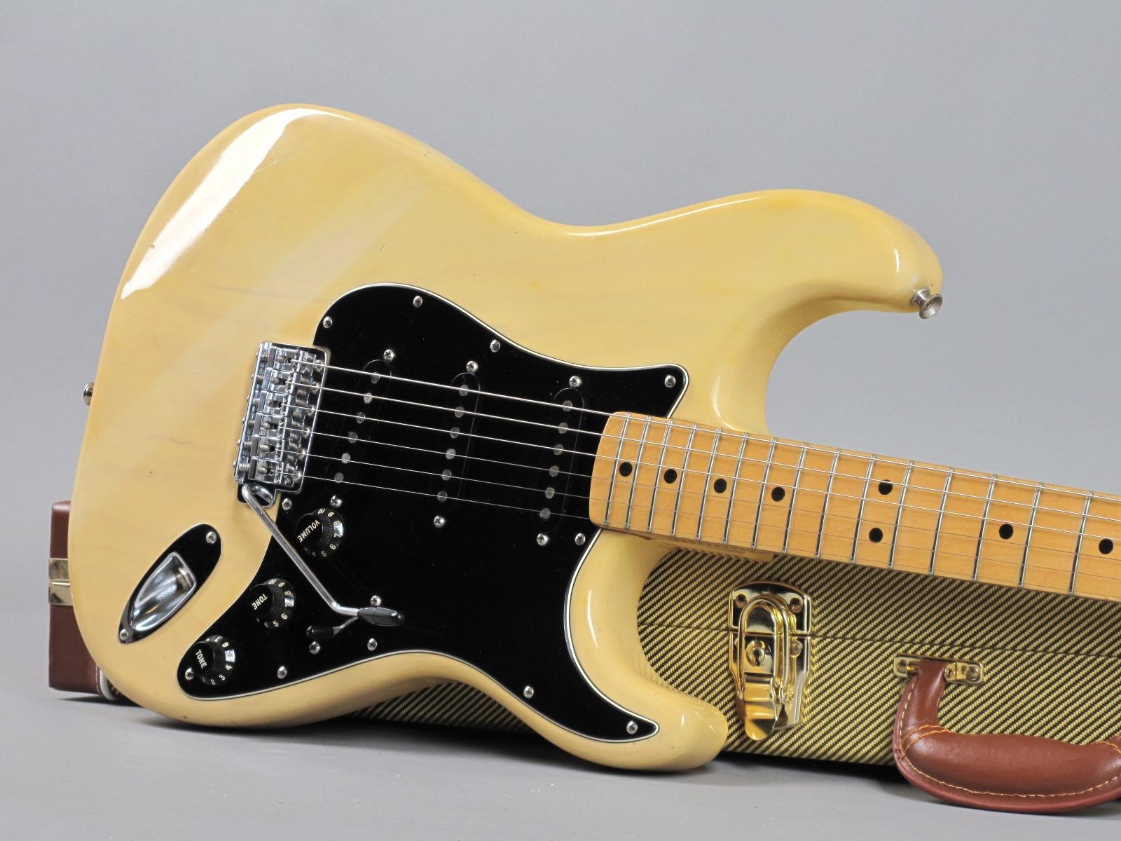 https://guitarpoint.de/app/uploads/products/1979-fender-stratocaster-blond-2/1979-Fender-Stratocaster-Blond-S919869_19.jpg