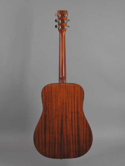 https://guitarpoint.de/app/uploads/products/1979-martin-d-18-natural/1979-Martin-D-18-Natur-413503_3-432x576.jpg