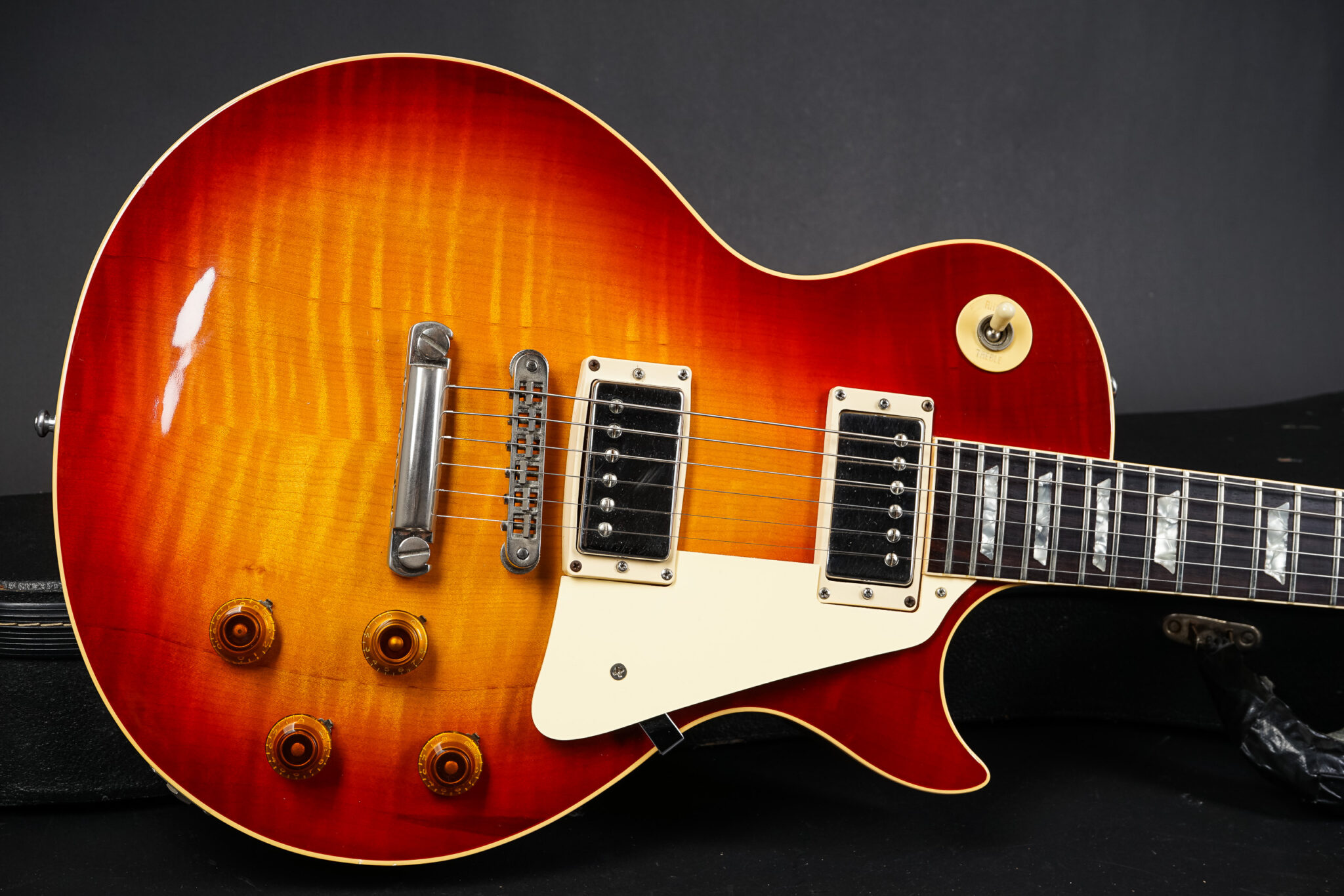 https://guitarpoint.de/app/uploads/products/1980-gibson-les-paul-heritage-80-sunburst-flametop/1980-Gibson-Les-Paul-Heritage-80-Sunburst-087-9-2048x1366.jpg