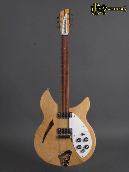 https://guitarpoint.de/app/uploads/products/1980-rickenbacker-330-mapleglo/Rickenbacker80_330MG_TE2112_1-432x576.jpg
