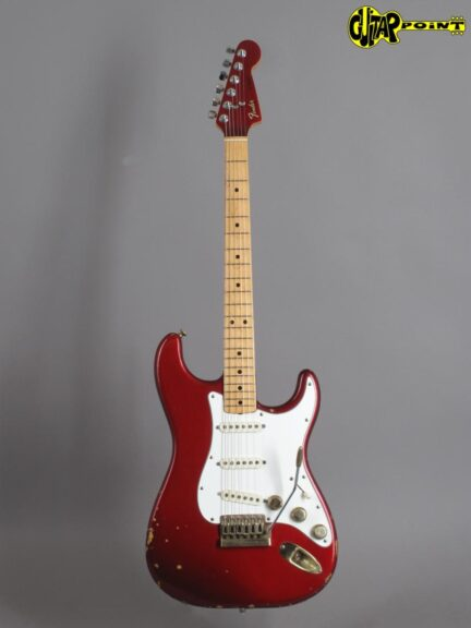 https://guitarpoint.de/app/uploads/products/1981-fender-stratocaster-the-strat-candy-apple-red/Fender81TheStratCAR_E029747_1-432x576.jpg