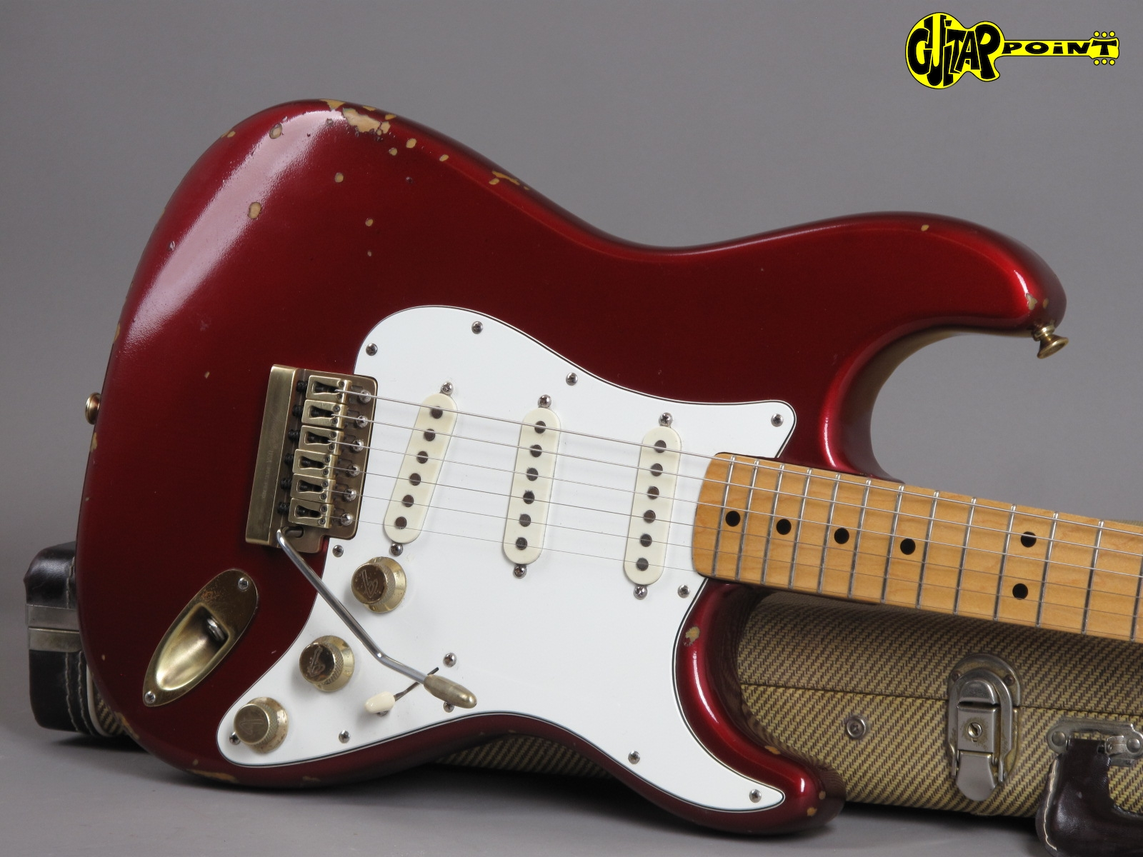 https://guitarpoint.de/app/uploads/products/1981-fender-stratocaster-the-strat-candy-apple-red/Fender81TheStratCAR_E029747_19.jpg