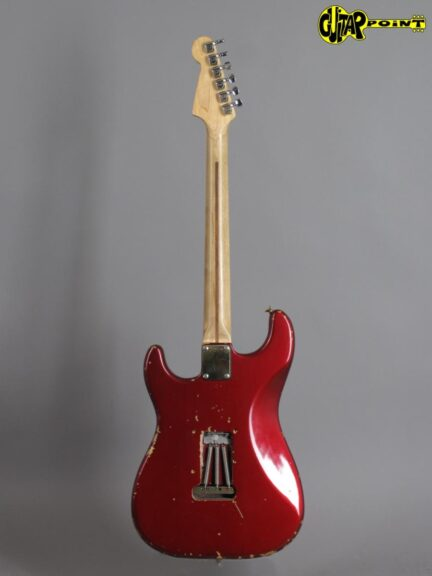 https://guitarpoint.de/app/uploads/products/1981-fender-stratocaster-the-strat-candy-apple-red/Fender81TheStratCAR_E029747_3-432x576.jpg