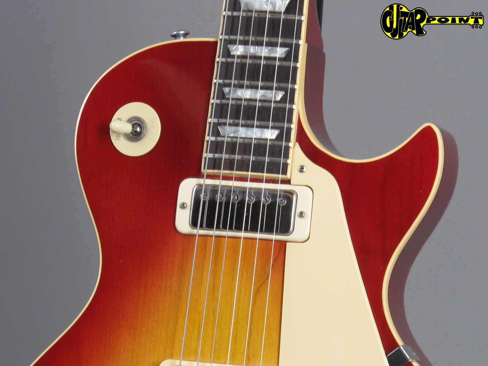 https://guitarpoint.de/app/uploads/products/1981-gibson-les-paul-deluxe-cherry-sunburst/Gibson81LPDLCSB83171536_5.jpg
