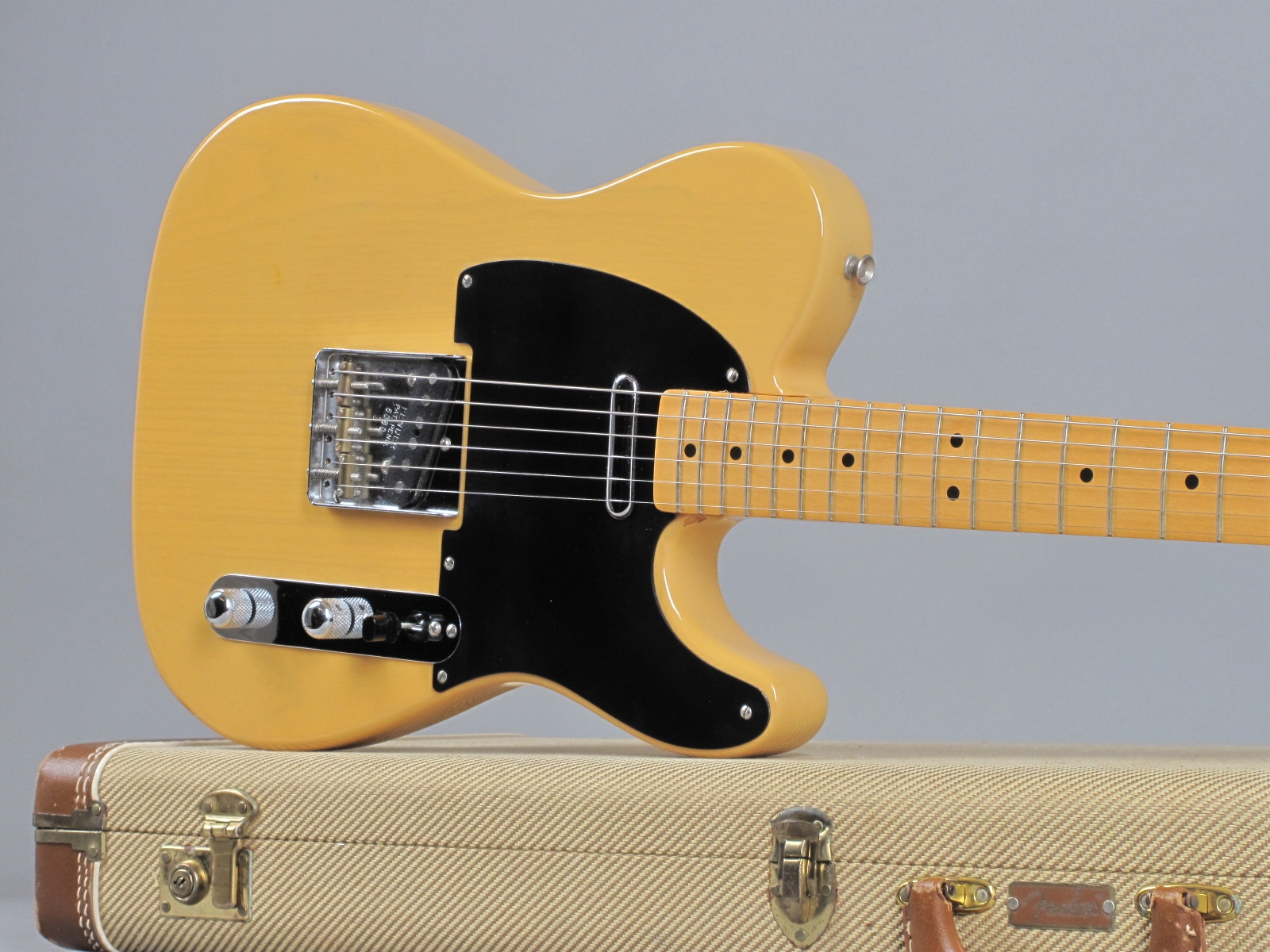 https://guitarpoint.de/app/uploads/products/1982-fender-fullerton-american-vintage-52-telecaster-blond/1987-Fender-Telecaster-52-Reissue-Blond-5080-19.jpg