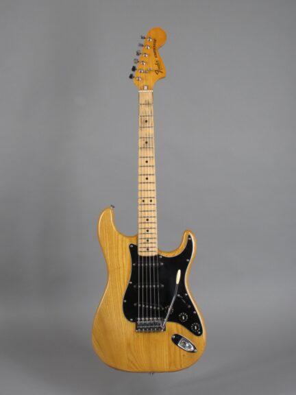 https://guitarpoint.de/app/uploads/products/1982-fender-stratocaster-natural/1982-Fender-Stratocaster-Natural-S976213_1-432x576.jpg