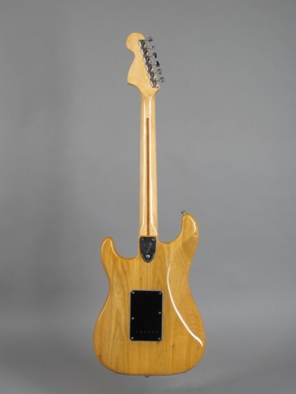 https://guitarpoint.de/app/uploads/products/1982-fender-stratocaster-natural/1982-Fender-Stratocaster-Natural-S976213_3-432x576.jpg