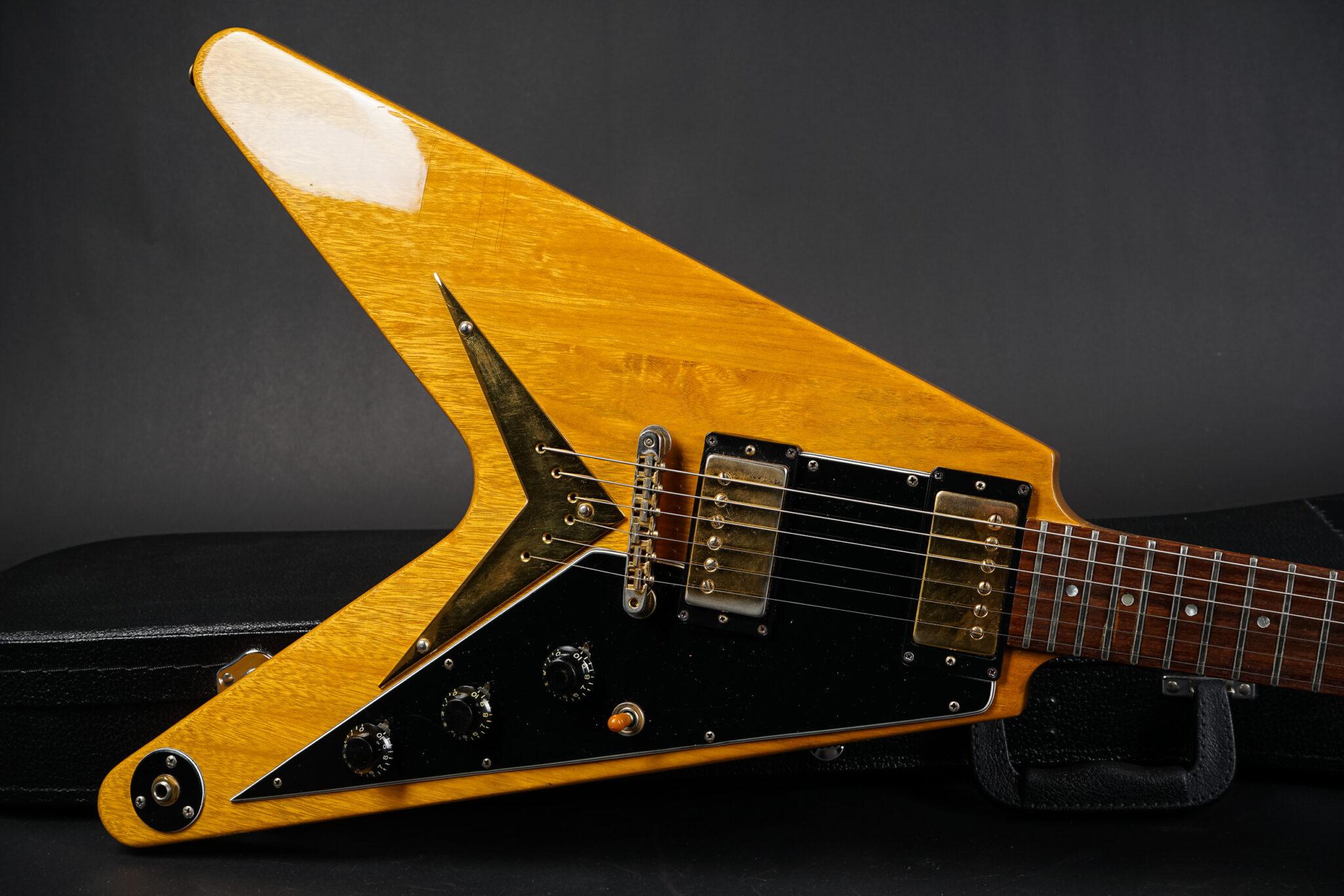 https://guitarpoint.de/app/uploads/products/1982-gibson-flying-v-heritage-korina-natural/1982-Gibson-Heritage-Flying-V-Korina-C011-9-2048x1366.jpg