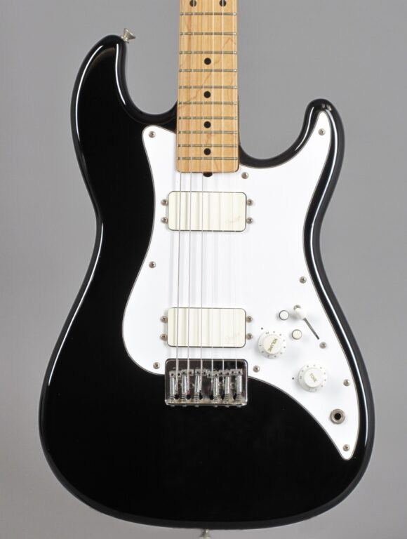 https://guitarpoint.de/app/uploads/products/1984-fender-squier-bullet-black/1982-Squier-Bullet-I-Black-SQ24241-2-580x768.jpg