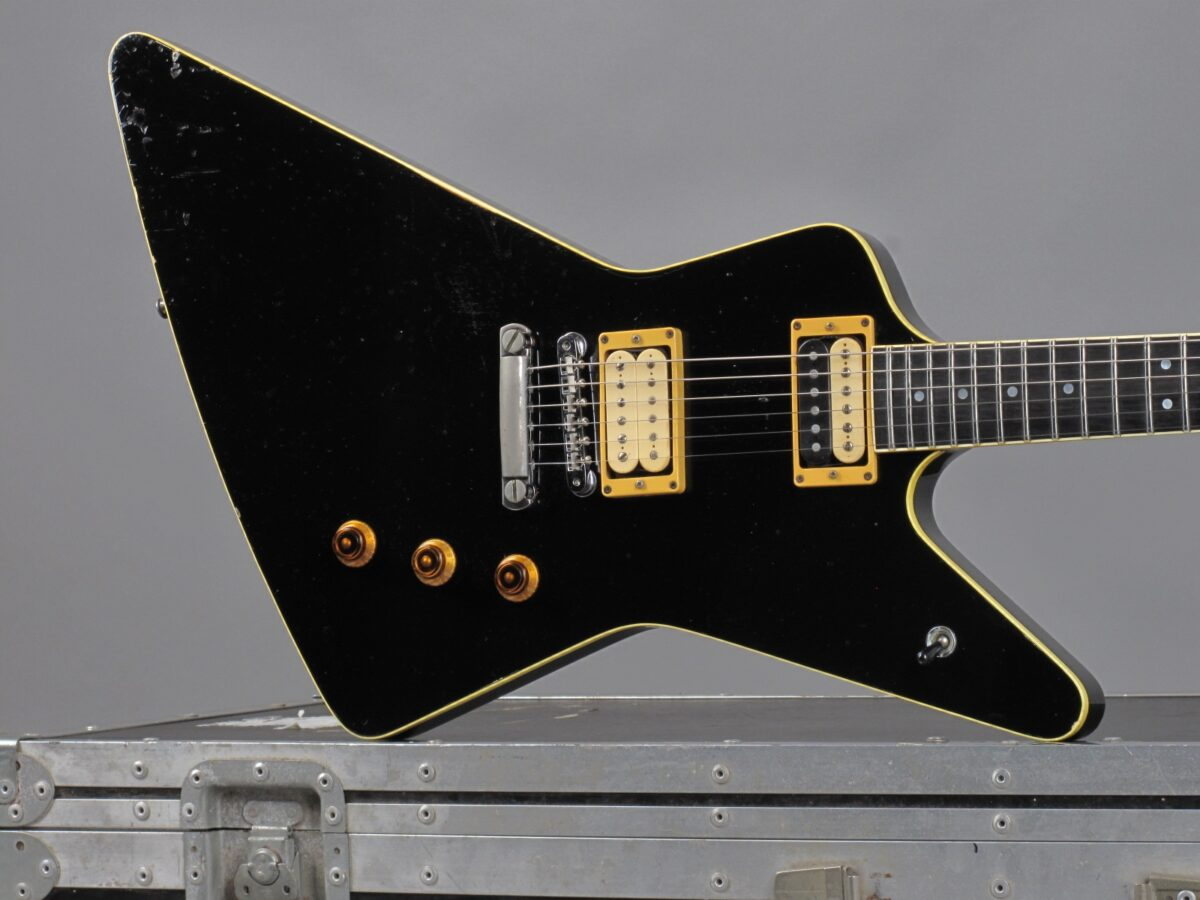 https://guitarpoint.de/app/uploads/products/1984-hamer-standard-black-ex-tommy-thayer-kiss/1984-Hamer-Standard-Black-0724_19-1200x900.jpg