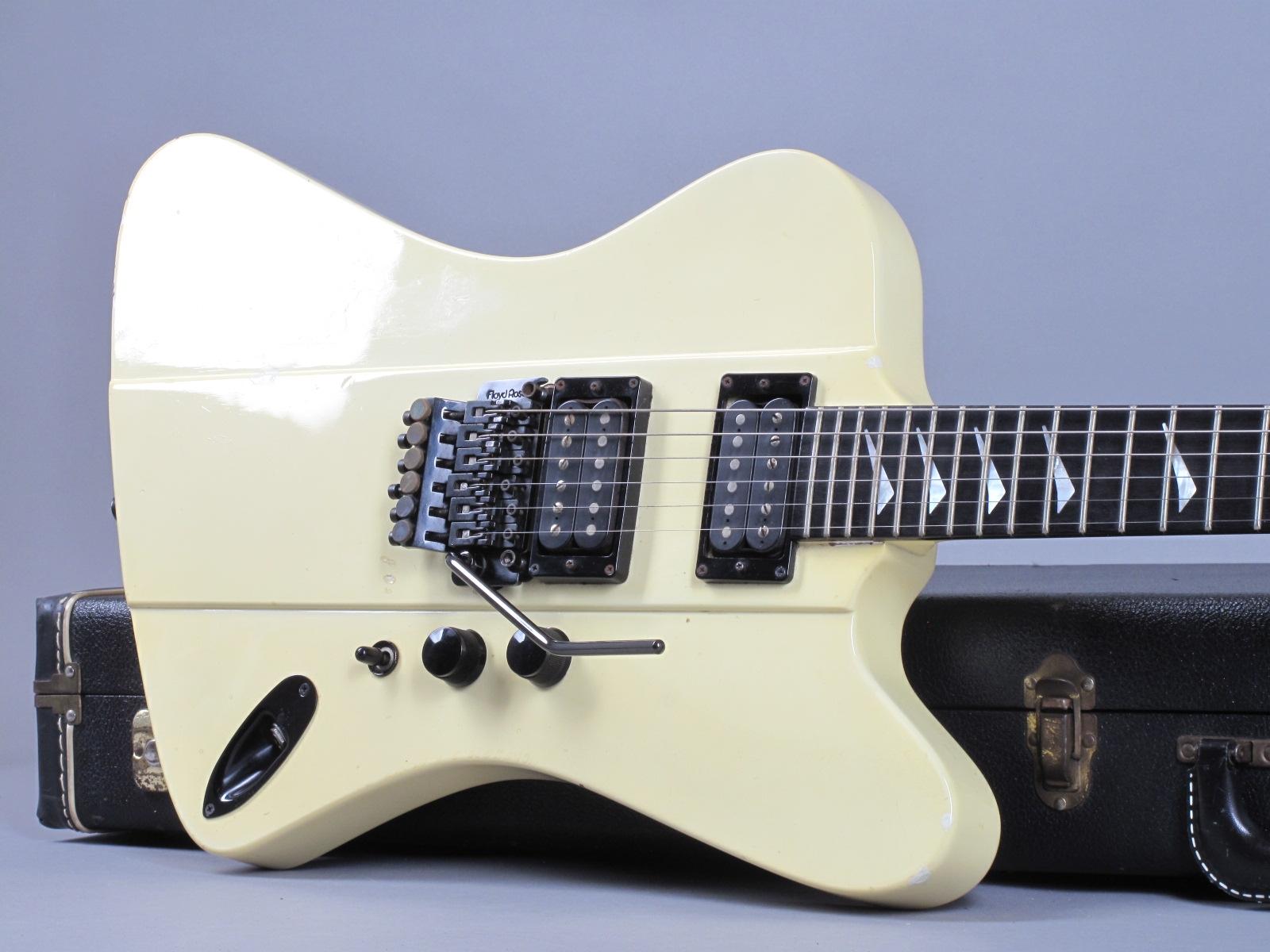 https://guitarpoint.de/app/uploads/products/1986-hamer-firebird-ii-white/1986-Hamer-Firebird-II-White-6175532_19.jpg