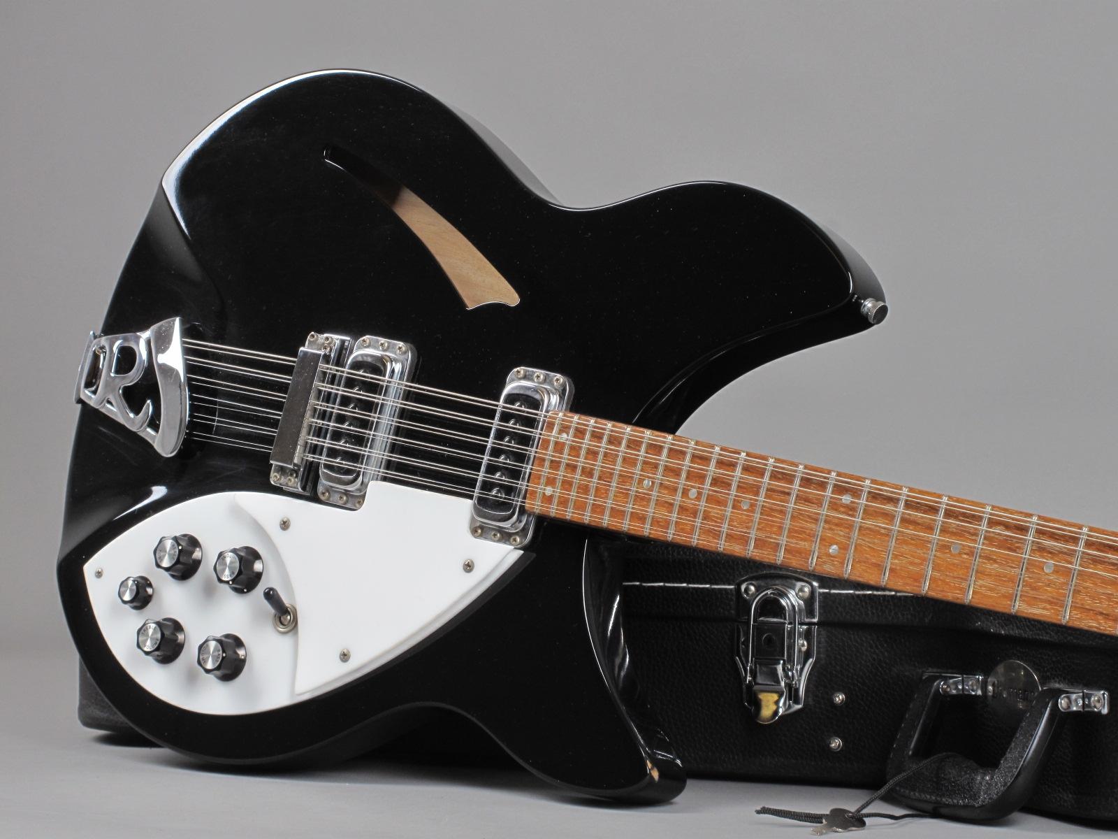 https://guitarpoint.de/app/uploads/products/1986-rickenbacker-330-12-jetglo/1986-Rickenbacker-330-12-Jetglo-ZE1420-19.jpg