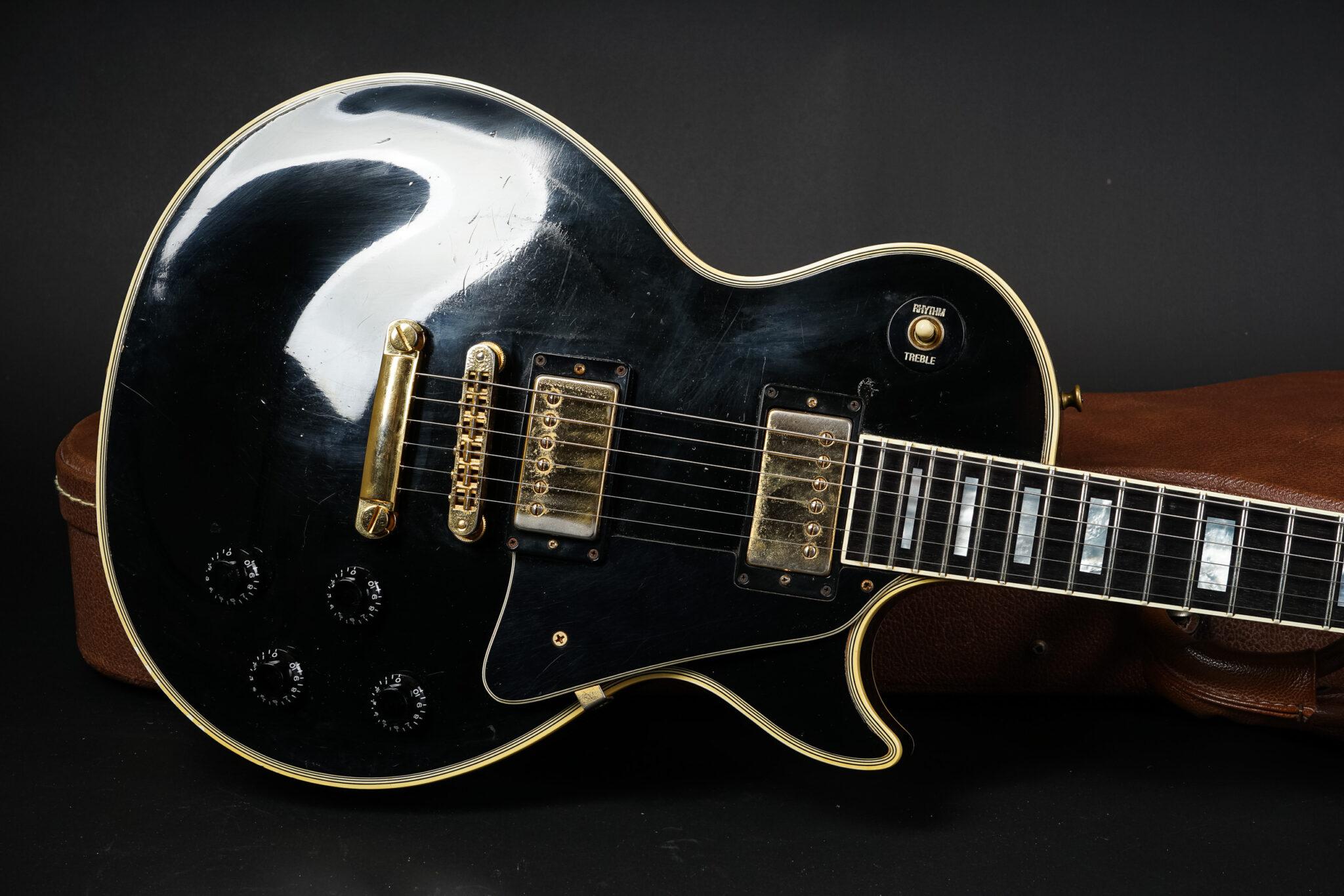 https://guitarpoint.de/app/uploads/products/1987-gibson-les-paul-custom-ebony/1987-Gibson-Les-Paul-Custom-Ebony-80787543-7-1-2048x1366.jpg