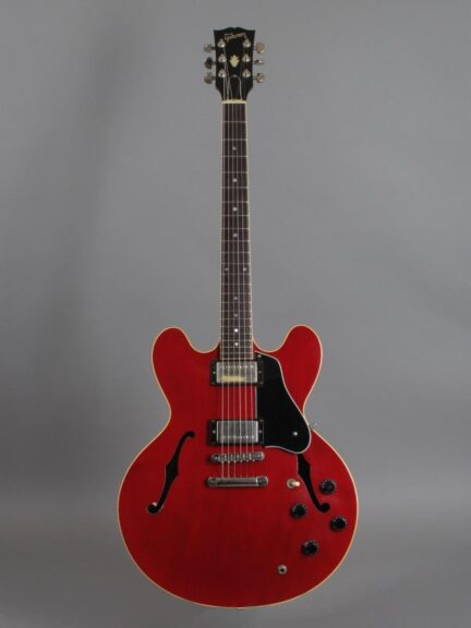 https://guitarpoint.de/app/uploads/products/1988-gibson-es-335-dot-reissue-cherry-2/1988-Gibson-ES-335-Dot-Cherry-82438553_1-432x576.jpg