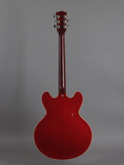 https://guitarpoint.de/app/uploads/products/1988-gibson-es-335-dot-reissue-cherry-2/1988-Gibson-ES-335-Dot-Cherry-82438553_3-432x576.jpg