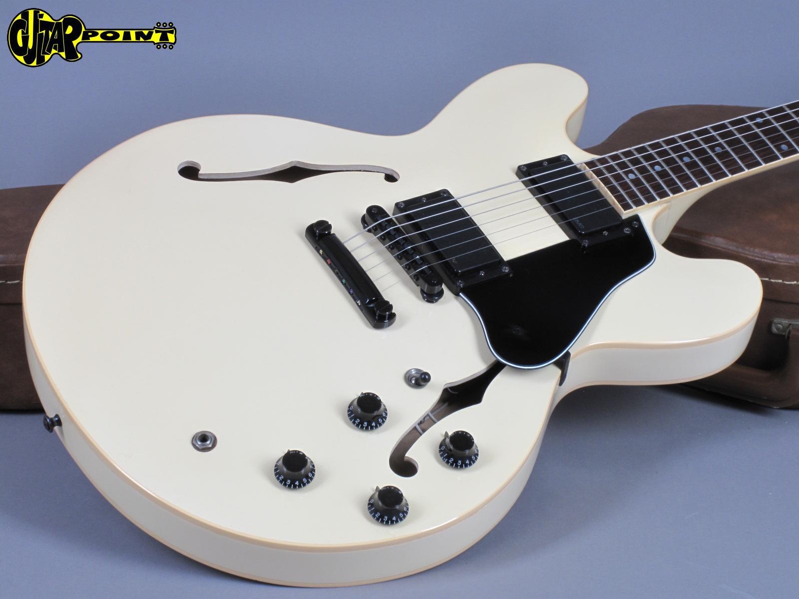 https://guitarpoint.de/app/uploads/products/1988-gibson-es-335-sc-white-showcase-edition-limited-1-of-200/Gibson87ES335White81048565_17.jpg