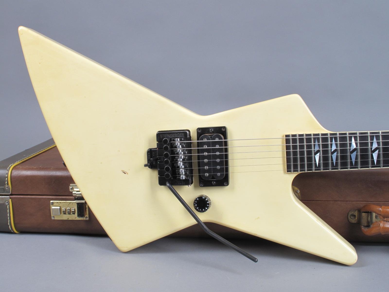 https://guitarpoint.de/app/uploads/products/1988-gibson-explorer-exp90-white-83088727/1988-Gibson-Explorer-90-White-83088727_19.jpg