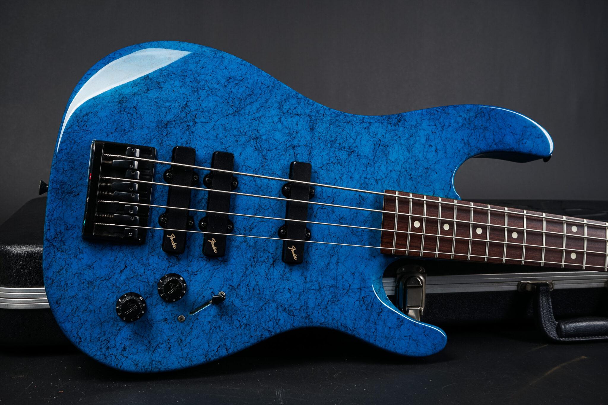 https://guitarpoint.de/app/uploads/products/1990-fender-hm-bass-blue/1990-Fender-HM-Bass-Blue-N000766-8-2048x1366.jpg