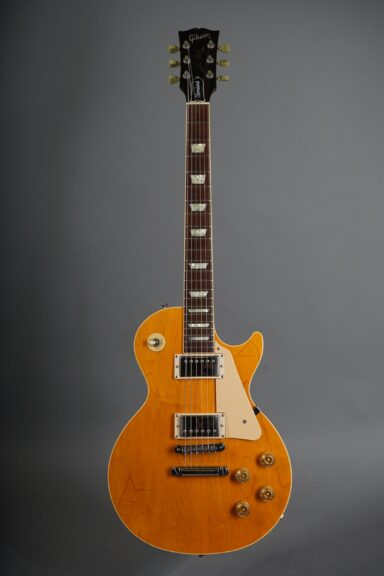 https://guitarpoint.de/app/uploads/products/1990-gibson-les-paul-standard-ltd-amber/1990-Gibson-Les-Paul-Standard-Natural-92360364-1-scaled-384x576.jpg
