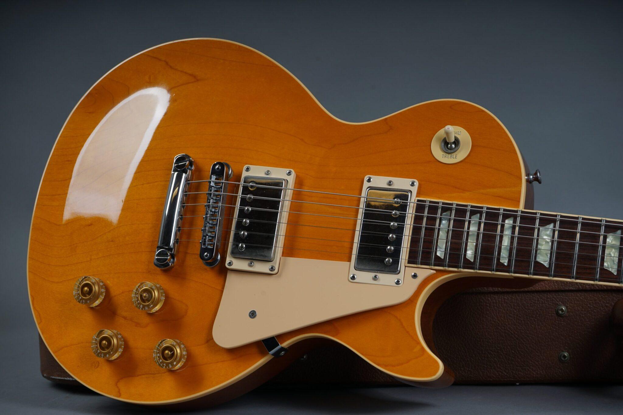 https://guitarpoint.de/app/uploads/products/1990-gibson-les-paul-standard-ltd-amber/1990-Gibson-Les-Paul-Standard-Natural-92360364-19-scaled-2048x1366.jpg