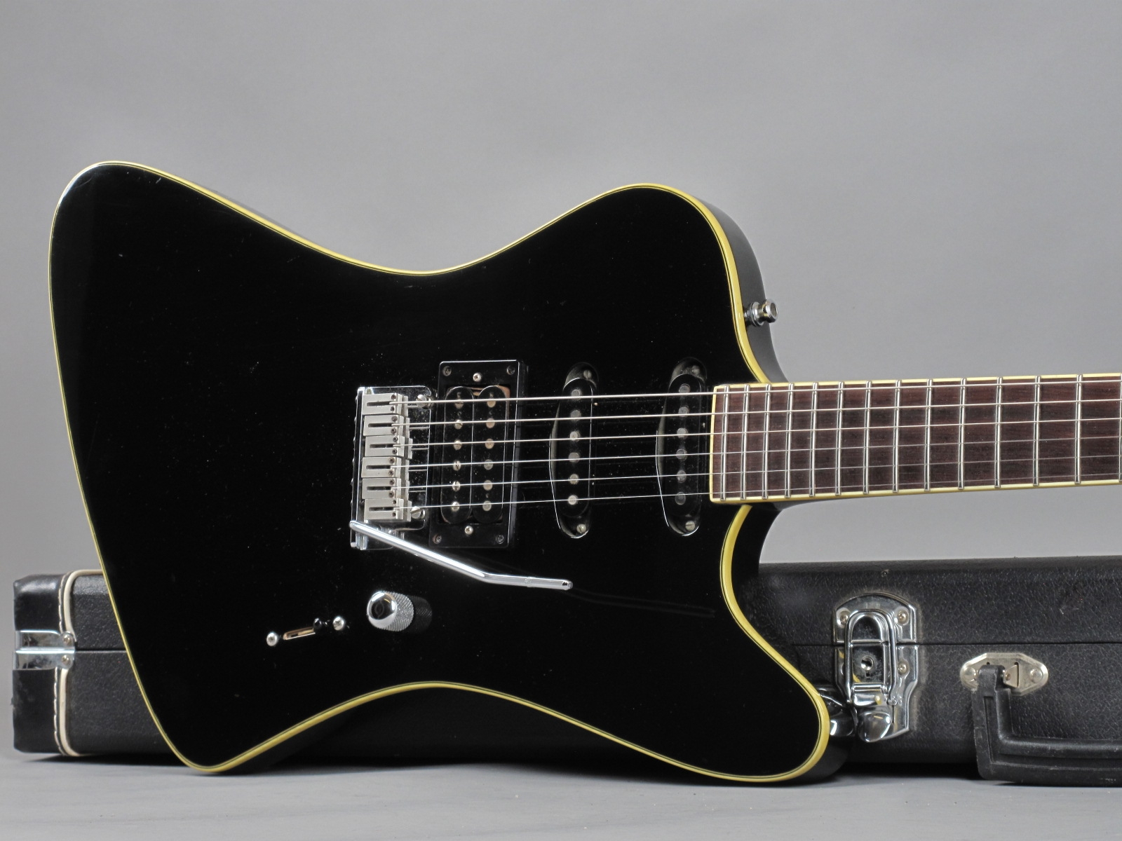 https://guitarpoint.de/app/uploads/products/1990-lentz-firebird-black/1990-Lentz-Firebird-Black_19.jpg