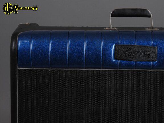 https://guitarpoint.de/app/uploads/products/1990s-kustom-coupe-72-2x12-tuck-roll/KustomCoupe72SN0541C07906_3-576x432.jpg