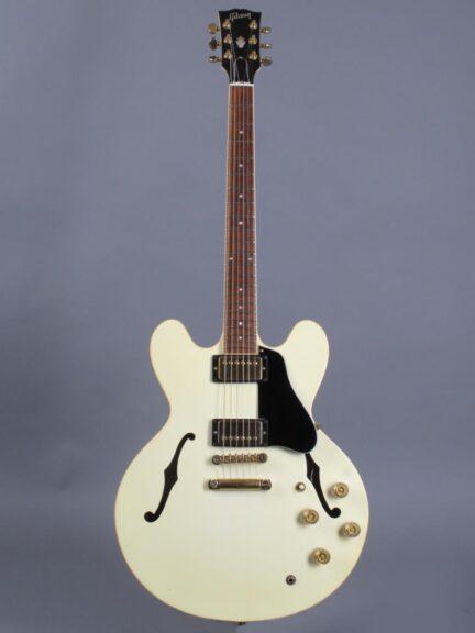 https://guitarpoint.de/app/uploads/products/1991-gibson-es-335-td-white/1991-Gibson-ES-335-TD-White-92141434_1-432x576.jpg