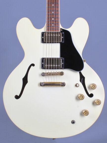 https://guitarpoint.de/app/uploads/products/1991-gibson-es-335-td-white/1991-Gibson-ES-335-TD-White-92141434_2-432x576.jpg