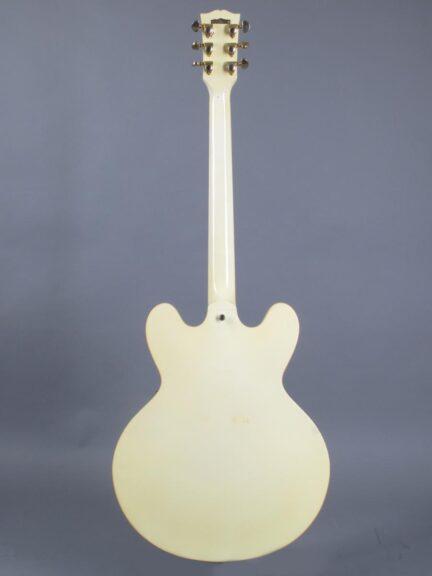 https://guitarpoint.de/app/uploads/products/1991-gibson-es-335-td-white/1991-Gibson-ES-335-TD-White-92141434_6-432x576.jpg