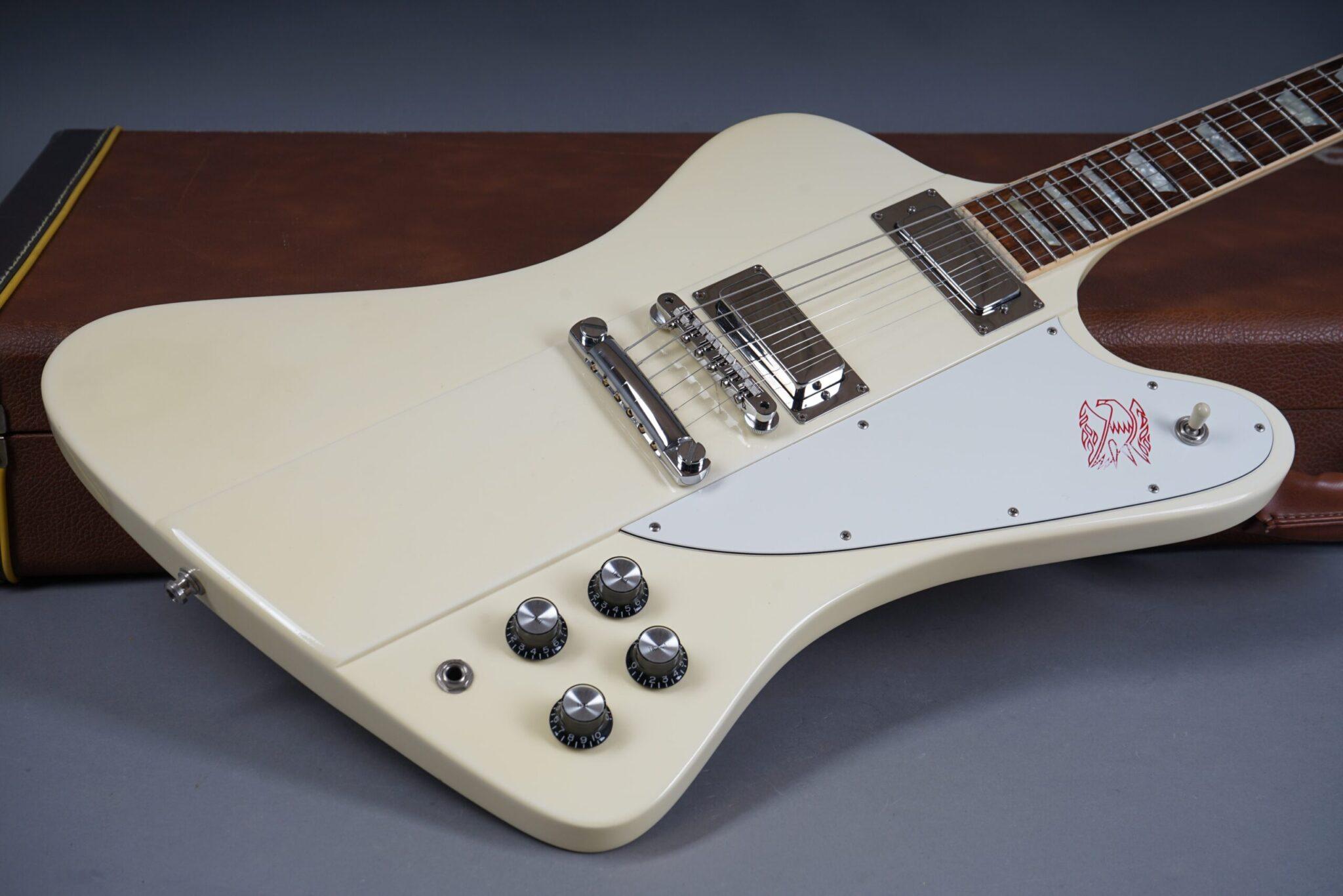 https://guitarpoint.de/app/uploads/products/1991-gibson-firebird-v-white/1991-Gibson-Firebird-V-White-90241717-22-scaled-2048x1366.jpg