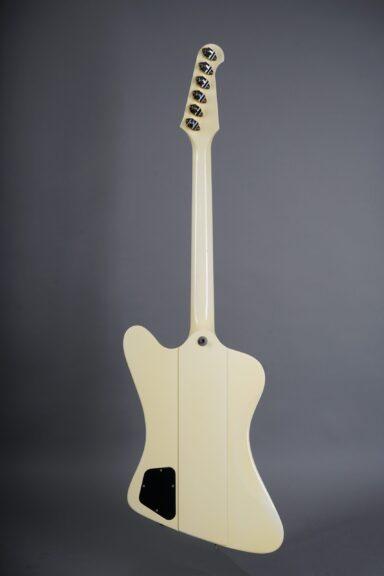 https://guitarpoint.de/app/uploads/products/1991-gibson-firebird-v-white/1991-Gibson-Firebird-V-White-90241717-3-scaled-384x576.jpg