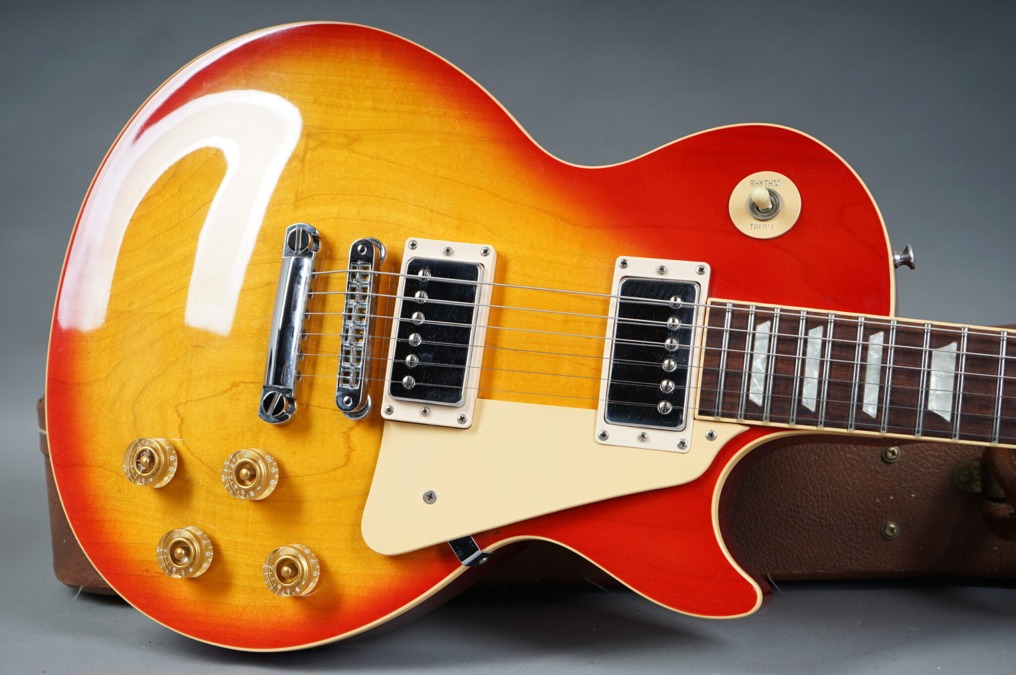 https://guitarpoint.de/app/uploads/products/1992-gibson-les-paul-standard-serial-9210435/1992-Gibson-Les-Paul-Standard-9210435-9-scaled-2048x1362.jpg