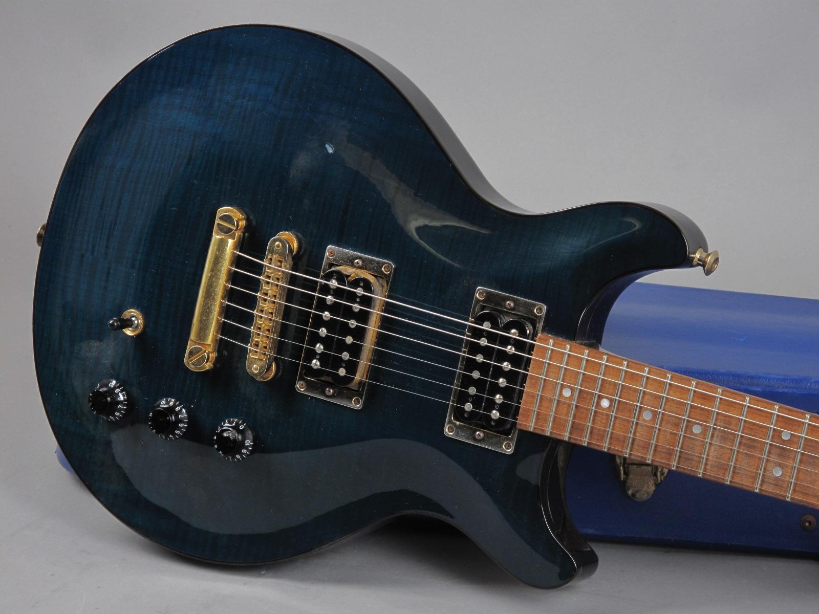 https://guitarpoint.de/app/uploads/products/1992-hamer-studio-archtop-translucent-blue/1992-Hamer-Special-Trans-Blue-231843_19.jpg