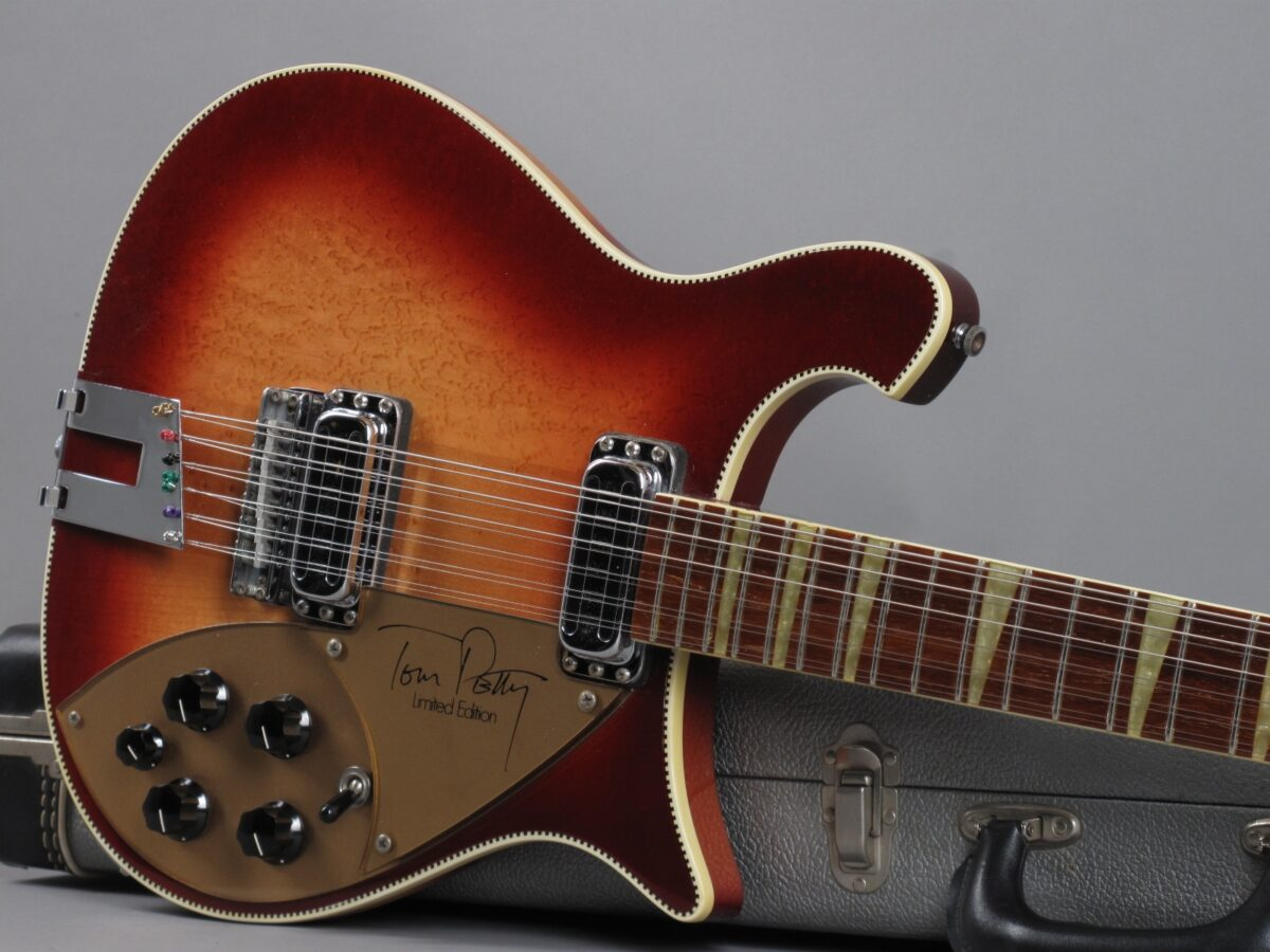 https://guitarpoint.de/app/uploads/products/1992-rickenbacker-tom-petty-signature-limited-edition-1-of-1000/1992-Rickenbacker-Tom-Petty-A59967_19-1200x900.jpg