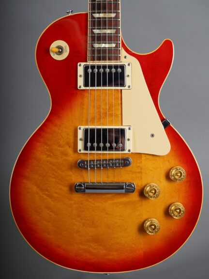 https://guitarpoint.de/app/uploads/products/1993-les-paul-standard-cherry-sunburst/1993-Gibson-Les-Paul-Standard-Cherry-Sunburst-90683378_2-1-scaled-432x576.jpg