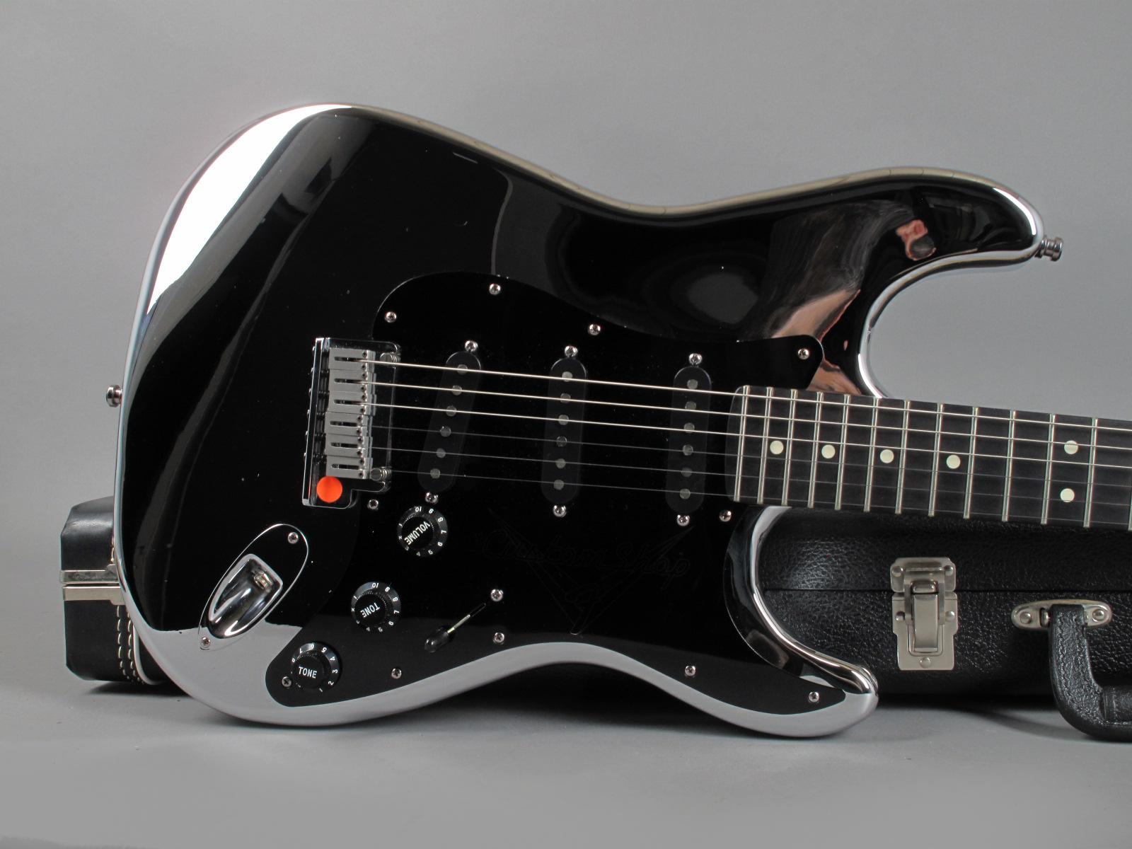 https://guitarpoint.de/app/uploads/products/1994-fender-custom-shop-chrome-stratocaster/1994-Fender-Chrome-Stratocaster_11.jpg