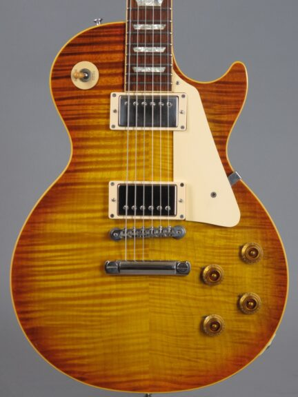 https://guitarpoint.de/app/uploads/products/1994-gibson-les-paul-1959-reissue-sunburst/1994-Gibson-Les-Paul-1959-Reissue-Sunburst-94315_2-432x576.jpg