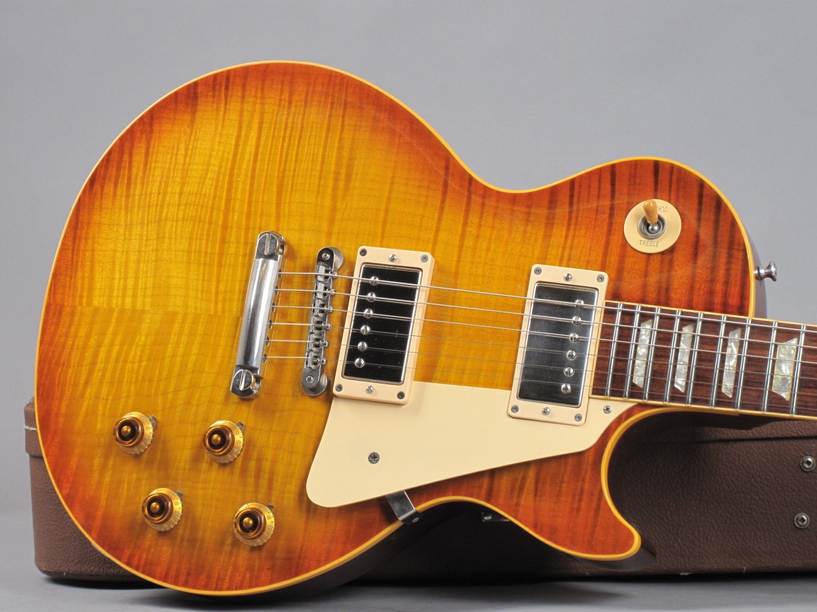 https://guitarpoint.de/app/uploads/products/1994-gibson-les-paul-1959-reissue-sunburst/1994-Gibson-Les-Paul-1959-Reissue-Sunburst-94315_22.jpg