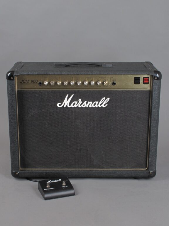 https://guitarpoint.de/app/uploads/products/1994-marshall-jcm900-higain-dual-reverb-combo-100-watt/1994-Marshall-JCM900-4502-3646250_1-576x768.jpg}