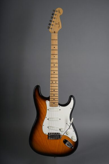 https://guitarpoint.de/app/uploads/products/1995-fender-buddy-guy-stratocaster-sunburst/1995-Fender-Stratocaster-Buddy-Guy-Sunburst-SN5933185-1-1-scaled-384x576.jpg