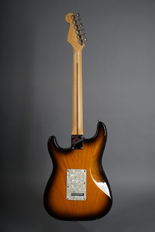 https://guitarpoint.de/app/uploads/products/1995-fender-buddy-guy-stratocaster-sunburst/1995-Fender-Stratocaster-Buddy-Guy-Sunburst-SN5933185-3-1-scaled-512x768.jpg}