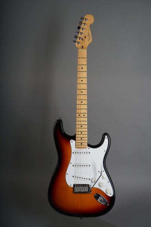 https://guitarpoint.de/app/uploads/products/1997-fender-american-standard-stratocaster-sunburst/1997-Fender-Standard-Stratocaster-3-tone-Sunburst-N7253113-1-scaled-512x768.jpg